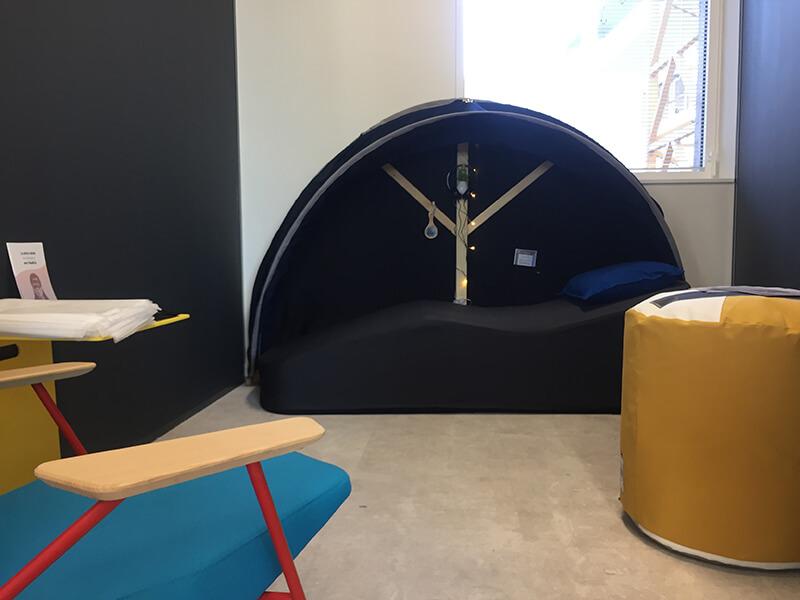 Installation d'une salle de sieste chez l'Occitane avec les cocons Nap&Up
